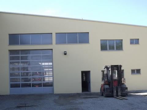Car-mechanic workshop with a storage area of 1.100 square meters